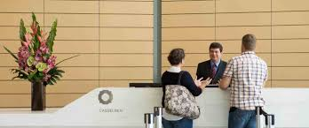 What are the qualities of a great receptionist